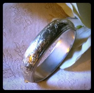 Vintage Etched Hinged Bangle Bracelet